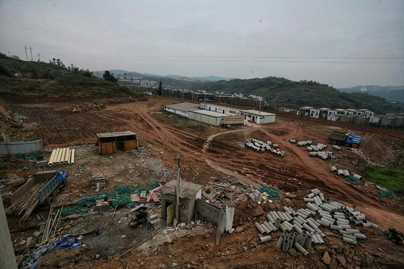 2004年 启动新校建设