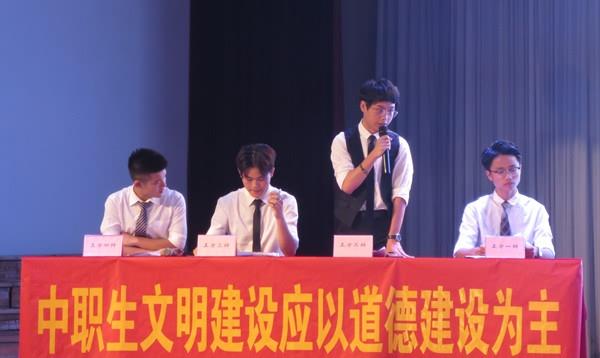 """专业系辩论赛是 """"唯实""""校园体育艺术节系列活动之一,目前已开展了五届"""